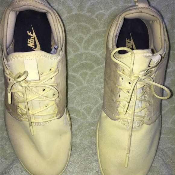 detailed pictures b1572 2e8f8 Nike Roshe Two Yellow